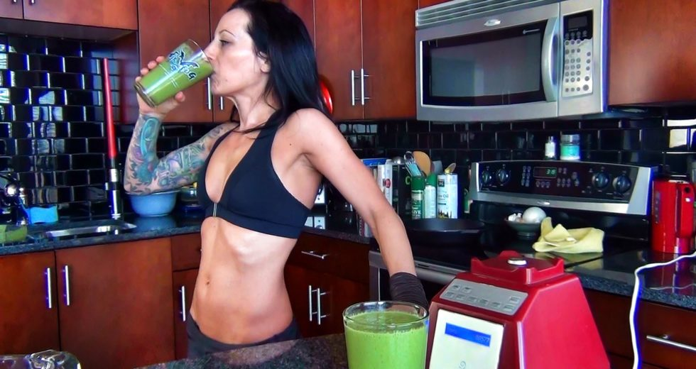 Lose Weight with Simple Smoothies you can make it at home